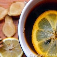 Herbata z kwiatem lipy, cytryną, imbirem i miodem